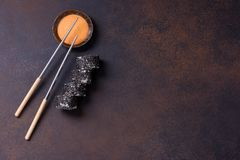 Sushi roll with salmon and black sesame Royalty Free Stock Photos