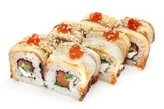 Sushi, Rolle, japanisches Meeresfrüchtesushi, Rolle auf einem weißen Hintergrund Lizenzfreies Stockfoto