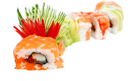 Sushi-Rolle mit Lachs-, Aal- und Tigergarnele Stockfotografie