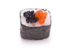 Sushi-Rolle mit zwei Arten Kaviar Stockfoto