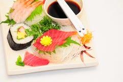 Sushi Rolls auf weißem Hintergrund Lizenzfreies Stockfoto