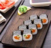 Sushi Rolls con il salmone ed il cetriolo Immagini Stock