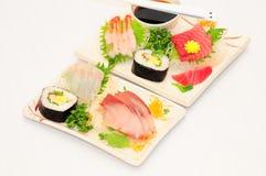 Sushi Rolls en el fondo blanco Imágenes de archivo libres de regalías