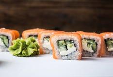 Sushi Rolls på vit bakgrund Fotografering för Bildbyråer