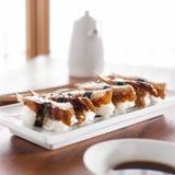 Sushi - rolo da enguia de Nagiri Foto de Stock Royalty Free