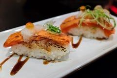 Sushi salmon queimado chama fotografia de stock royalty free