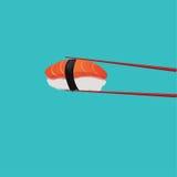 Sushi saumonés avec les baguettes rouges Image libre de droits