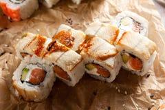 Sushi saumonés et fumés de Maki d'anguille Photos stock