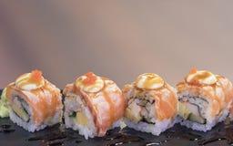 Sushi saumonés Rolls Photo stock
