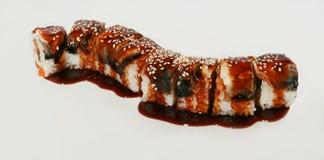 Sushi savoureux réglés avec les poissons et le sésame Images libres de droits