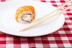Sushi em uma placa Fotos de Stock Royalty Free