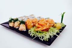 Sushi som är combo på vit bakgrund Royaltyfri Bild