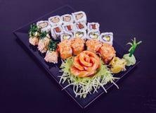 Sushi som är combo på vit bakgrund Royaltyfria Bilder