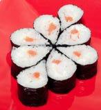 Sushi su una zolla Fotografia Stock Libera da Diritti