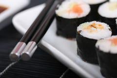 Sushi su una zolla III Fotografie Stock Libere da Diritti