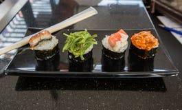 4 sushi sul piatto della barca Fotografie Stock