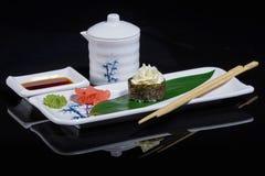 Sushi sulla foglia di bambù Immagini Stock Libere da Diritti