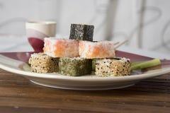 Sushi sulla tabella Fotografie Stock Libere da Diritti