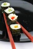 Sushi sulla zolla Fotografia Stock Libera da Diritti