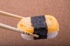 Sushi Tamagoyaki, räkaägg, Tamagoyaki, Ebiko, Ebi Nigiri Royaltyfri Fotografi