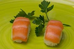 Sushi-Teller lizenzfreies stockfoto