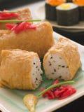 Sushi-Tofu-Taschen mit rotem in Essig eingelegtem Ingwer Stockbilder