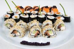 Sushi - traditioneller japanischer Teller Lizenzfreies Stockbild