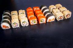 Sushi und Rolle eingestellt mit Lachsen Japanische Nahrung 25 Stockfotos