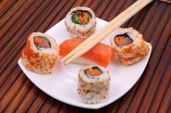 Sushi und Rollen Lizenzfreies Stockbild