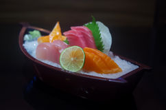 Sushi und Sashimi, japanisches Lebensmittel stockfotografie