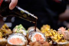 Sushi und Soße Stockfotos