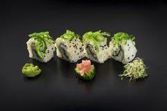 Sushi Uramaki determinado adornado con wasabi Fotografía de archivo