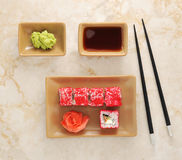 Sushi, wasabi, sojasaus en eetstokjes voor sushi royalty-vrije stock foto's