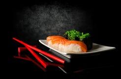 Sushi y palillos Foto de archivo libre de regalías