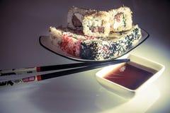 Sushi y palillos Fotografía de archivo libre de regalías