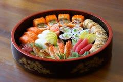 Sushi y rodillos. Fotos de archivo libres de regalías
