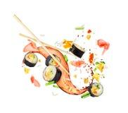 Sushibroodjes in de lucht in een chaotische orde op een wit worden bevroren dat Royalty-vrije Stock Afbeelding