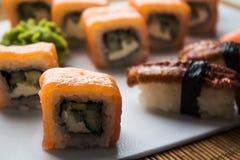 Sushibroodjes en wasabi Royalty-vrije Stock Foto