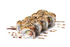 Sushibroodjes geplaatst die op wit worden gediend Stock Foto's