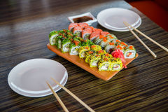 Sushibroodjes op de lijst Royalty-vrije Stock Foto