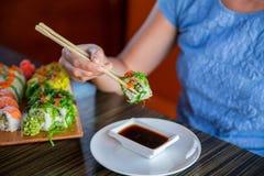 Sushibroodjes op de lijst Stock Foto