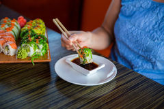 Sushibroodjes op de lijst Royalty-vrije Stock Fotografie