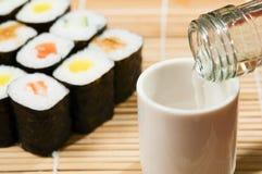Sushi och wine Arkivfoto