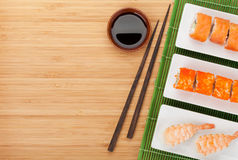 Sushimaki och räkasushi arkivfoton