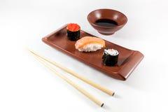 Sushimenü mit Wasabi und Essstäbchen Lizenzfreie Stockfotos