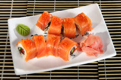 Sushimenyn rullar ut den röda fisken Royaltyfria Bilder