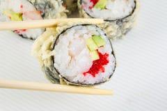 Sushirolle im Tempura Stockfotografie