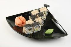 Sushirolle mit Meeraal im indischen Sesam Stockbild