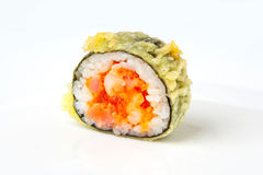 Sushirolle mit Tempurathunfisch und -lachsen Stockfotos