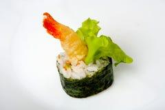 Sushirolle mit Tigergarnele Tempura Stockbild